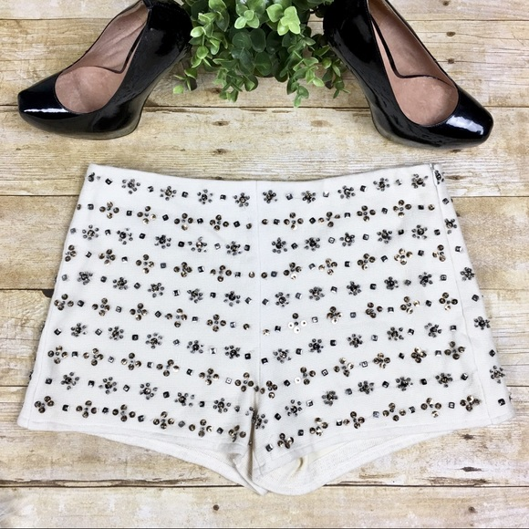 502ca37f ZARA | Cream Embellished Bead & Sequin Shorts. M_5b80c79df30369572e65d85f